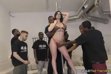 Fekete pasis gangbang szex - Jennifer White